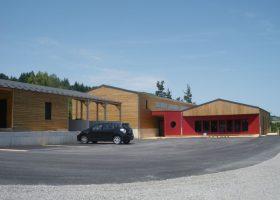 Ensemble commercial et de production de 500 m² sur une parcelle de 3300 m² en bordure d'A75